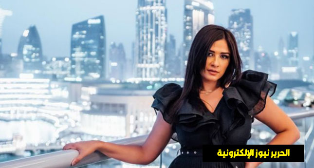 ياسمين عبدالعزيز وداعا للمشفى